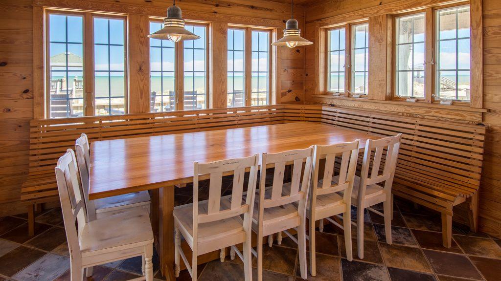 V12393 Dining Area