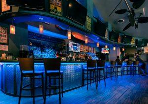 Mako's restaurant bar